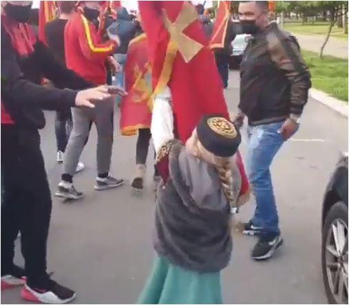 Simpatičan i dirljiv snimak sa auto-kolone: Crnogorko, Crna Gora se ponosi tobom