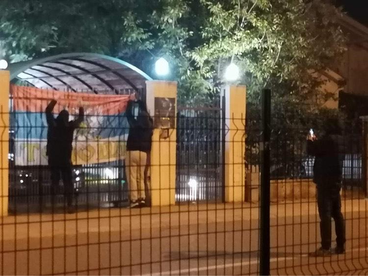Razvijena trobojka ispred hrvatske ambasade u Podgorici!