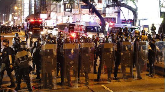 Žestoki sukobi demonstranata i policije u Hong Kongu