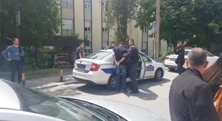 Prijetio ljekarima: Incident u Kliničkom centru, priveden sin Sinana Sakića