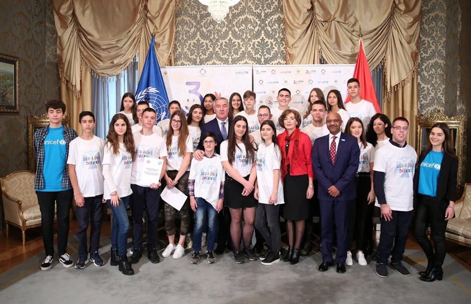 Djeca pitala predsjednika da li se tukao u školi, ima li nekada tremu - evo šta je Đukanović odgovorio