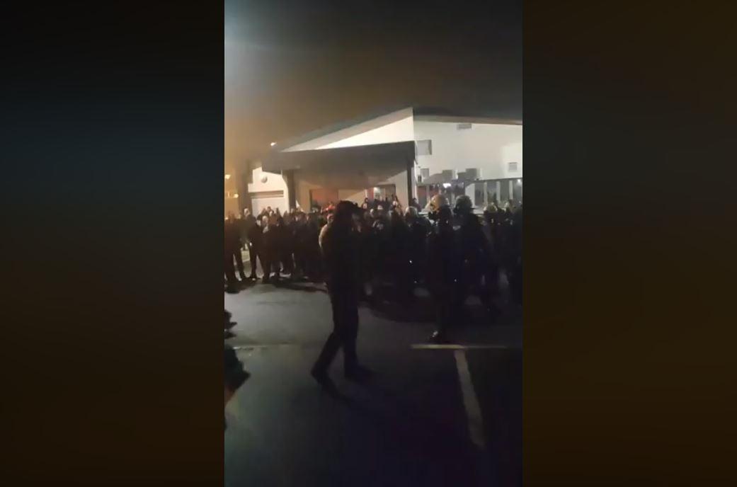 Zlatica: Komunalna došla da prefarba trobojku, huligani napravili haos