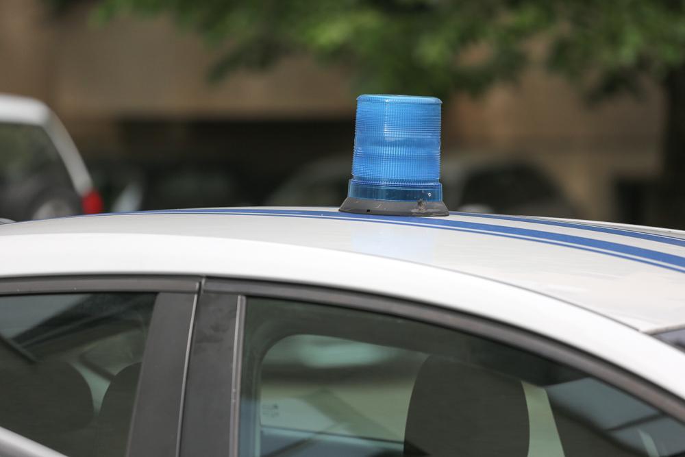 Filmska akcija u Podgorici: Bježao kombijem od policije pa udarao u automobile, rušio ograde