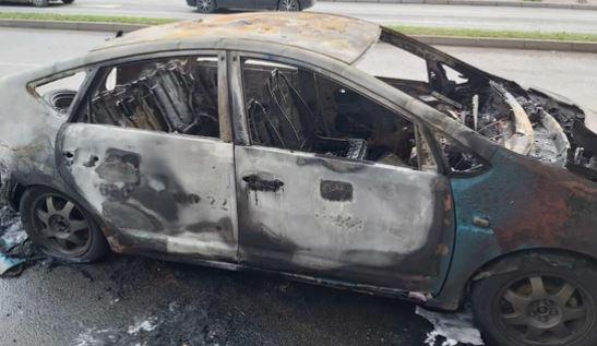 Povrijeđen taksista: Ubacili baklju u taksi pun putnika