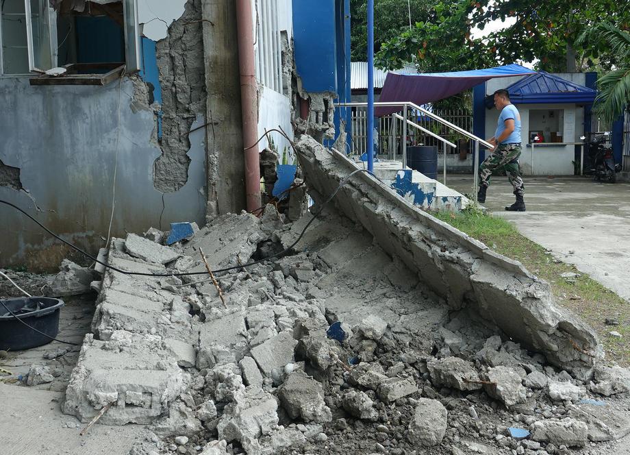 Pet mrtvih u zemljotresu na Filipinima, traga se za nestalim
