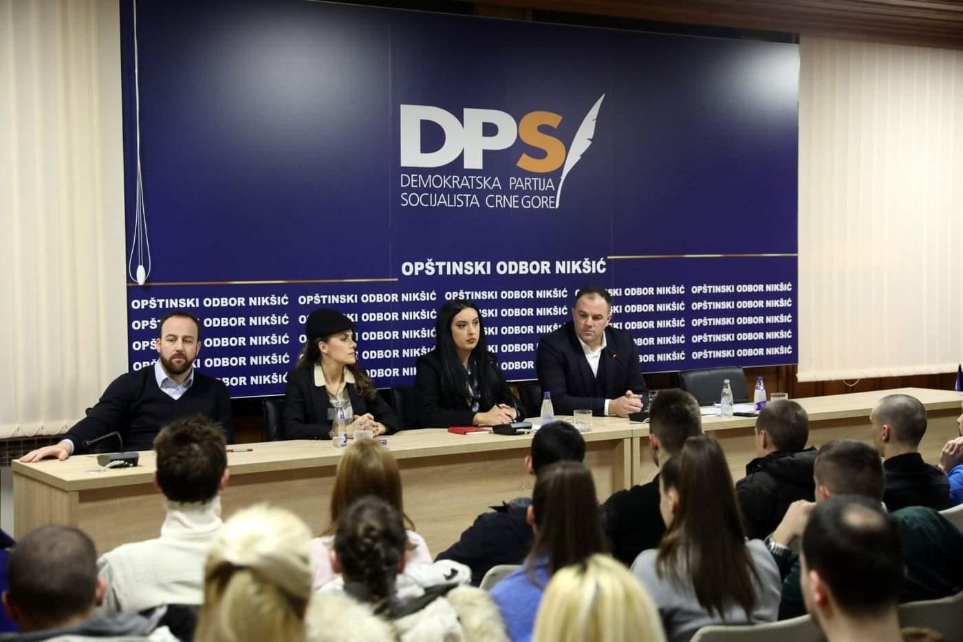 Mladi DPS-a Nikšić: Pozivamo vršnjake da ne devastiraju grad