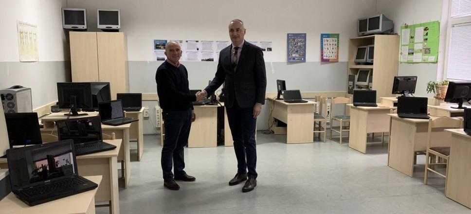 "Škola ""Radoje Čizmović"" dobila laptop računare"