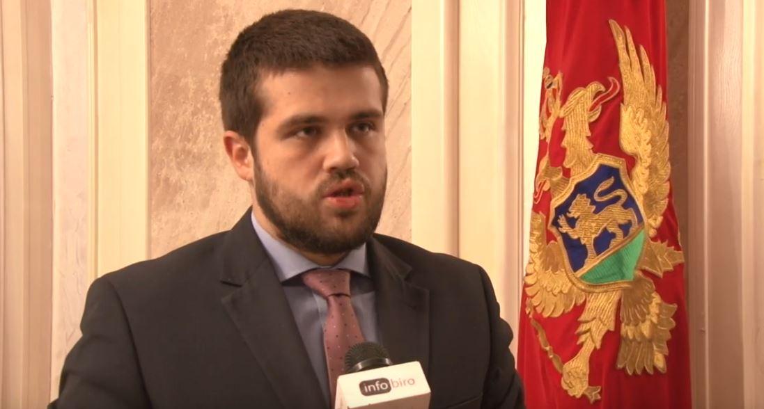 Nikolić: Napuštanjem sjednice pokušavaju da otmu dio nacionalističkih glasova od DF