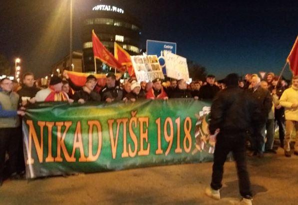 """Protestna šetnja """"Nikad više 1918"""": """"Nek oni slave izdajnike otadžbine, mi ćemo naše božićne ustanike """""""