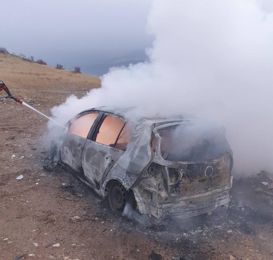 Ispaljeno oko 30 hitaca: U Zeti ranjen Krstović, pronađen zapaljeni automobil sa oružjem