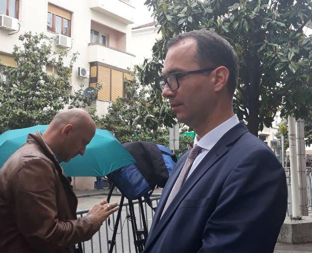 Mandićev advokat tvrdi da je jutros izbačen iz ambasade Srbije u Podgorici
