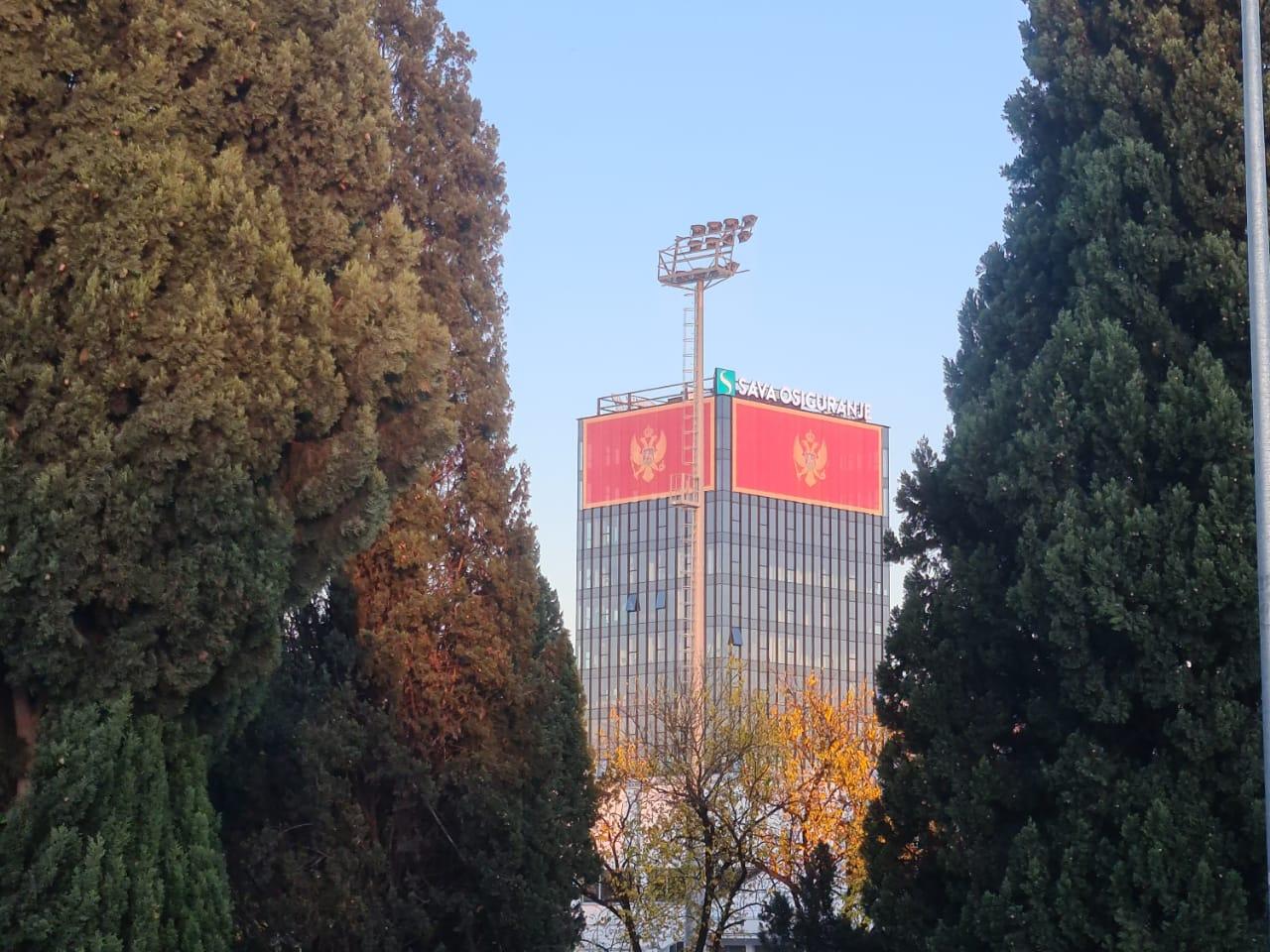 Crnogorske zastave opet krase jednu od najviših zgrada u Glavnom gradu