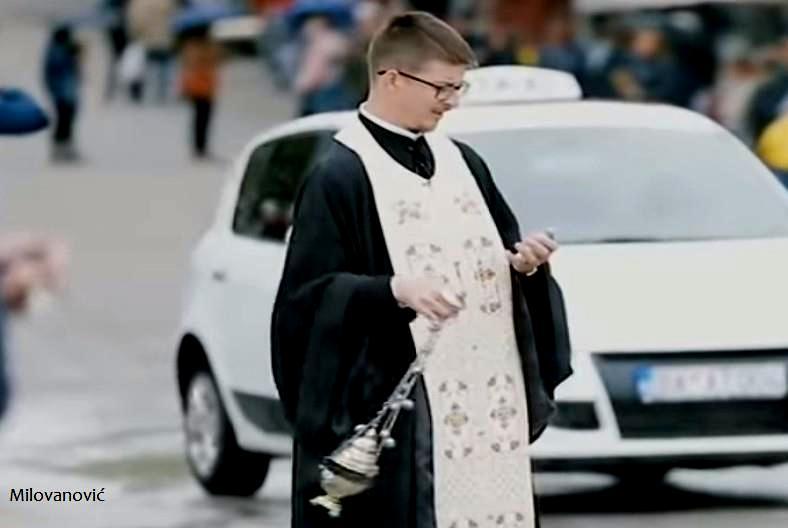 Jerej iz Srbije kadio Berane i istovremeno vodio SMS prepisku!