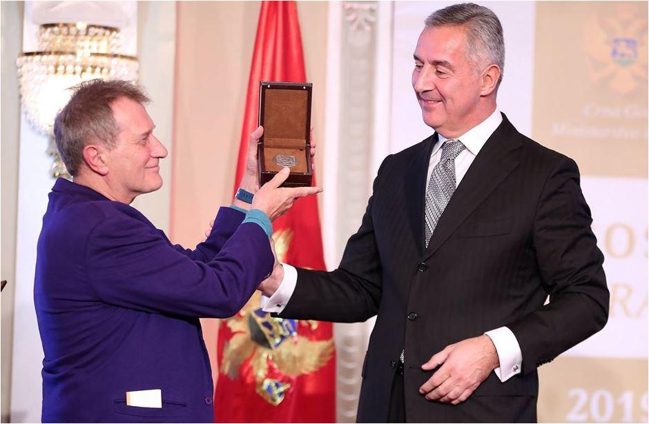 Đukanović Aćinu uručio nagradu: Crnogorci s ponosom baštine veliko i umno djelo Njegoševo