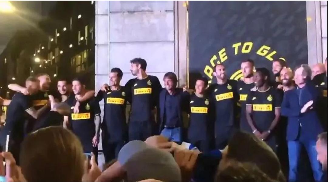Reakcija Kontea kada su igrači Intera zapjevali protiv Juventusa
