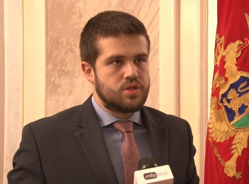 Nikolić: Izjave i ponašanje Amfilohija dokaz da su protesti politički