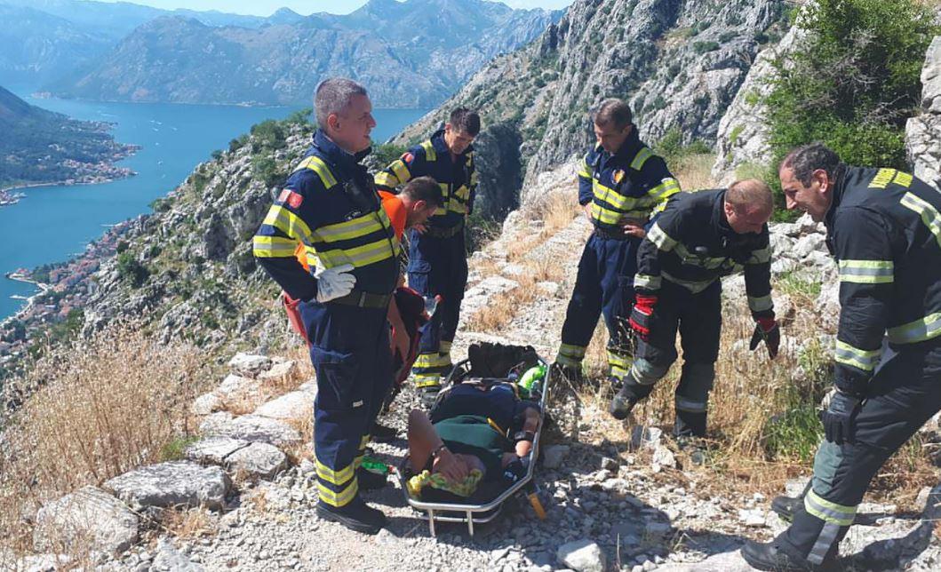 Spasioci nakon pet sati izvukli Belgijanku: Pala i povrijedila se na starom putu od Njeguša do Kotora