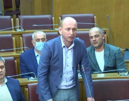 Knežević: Željko Ivanović zvao Krivokapića dok je bio u Patrijaršiji u Beogradu i tražio da ne potpiše Temeljni ugovor