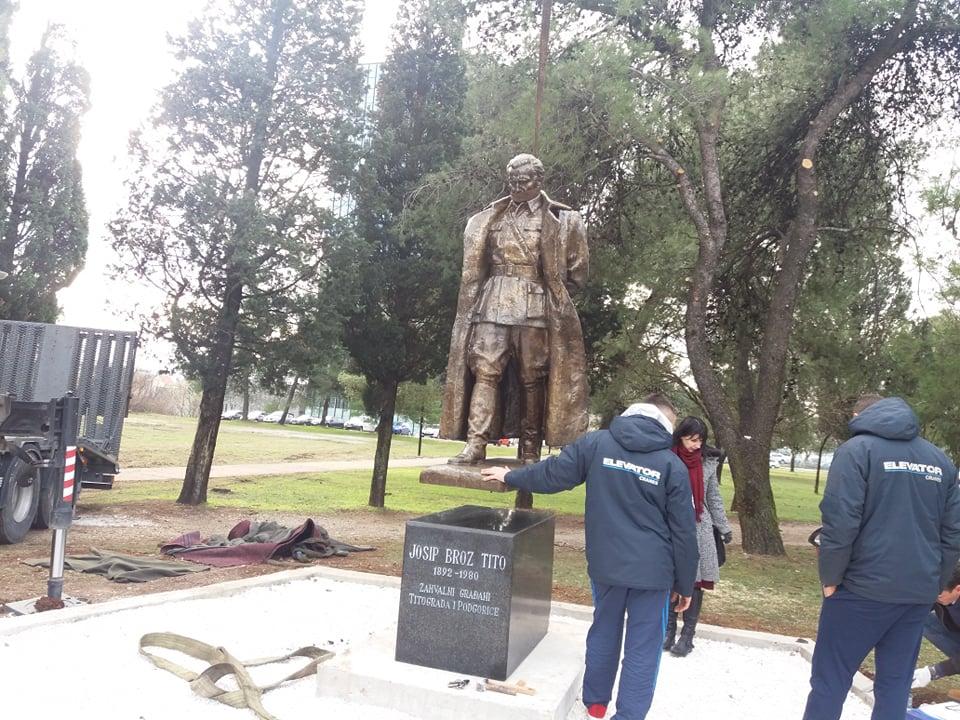 Pogledajte: Postavljen spomenik Titu u Podgorici