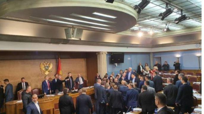 Već viđeno u Crnoj Gori: Balvan revolucija i sveti rat