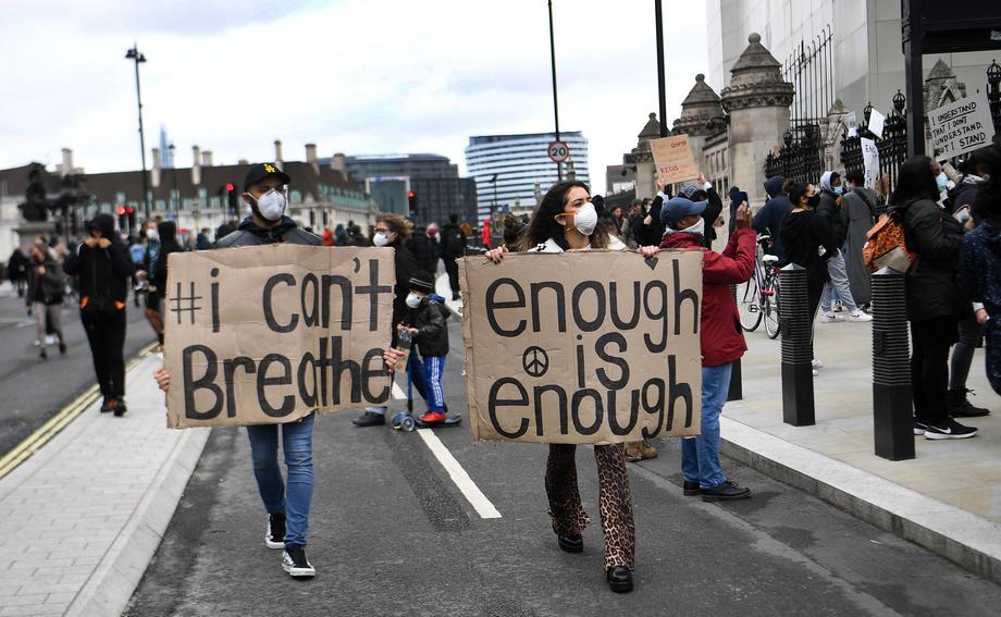 Haos u Londonu: Oborili policajca sa konja, protesti se otrgli kontroli