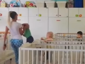 Beograd: Pogledajte kako medicinska sestra baca dijete u krevetac