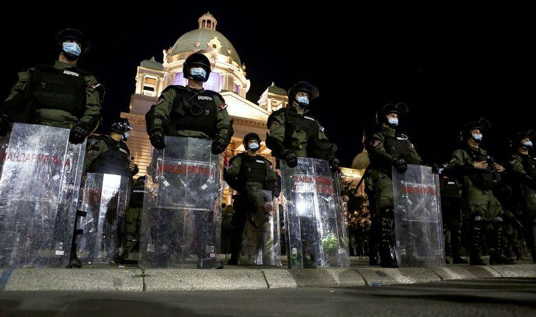 Srbija na ivici građanskih sukoba: Zavladao je haos koji može izmaći kontroli...