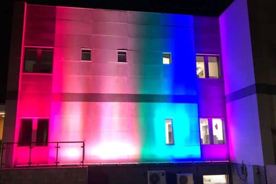 Američka ambasada u duginim bojama povodom sjutrašnjeg Prajda