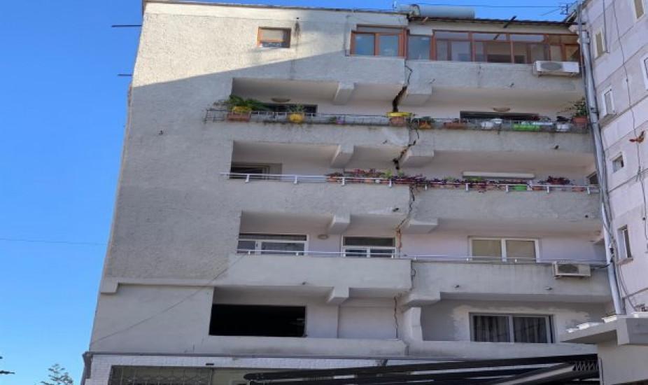 Panika u Albaniji: Pogledajte kako je zemljotres prepolovio zgradu
