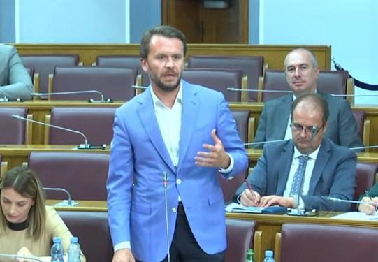 Konjević Krivokapiću: Treba li da pričam s kim ste dolazili, nosili cvijeće predsjednici SDP-a i šta ste govorili?