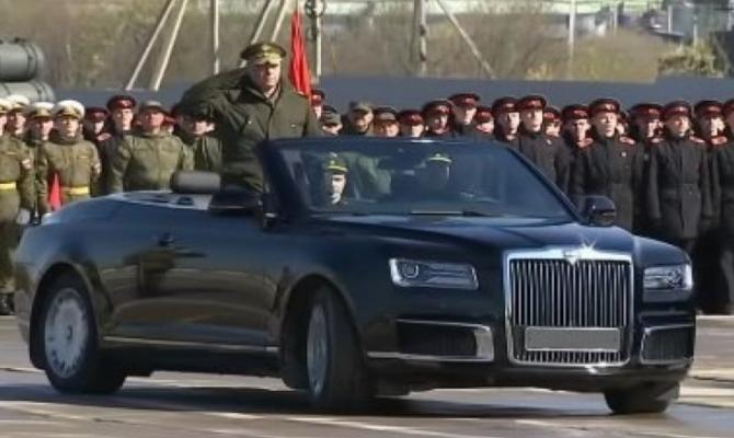 Putinov ''Aurus kabriolet'' snimljen bez maske