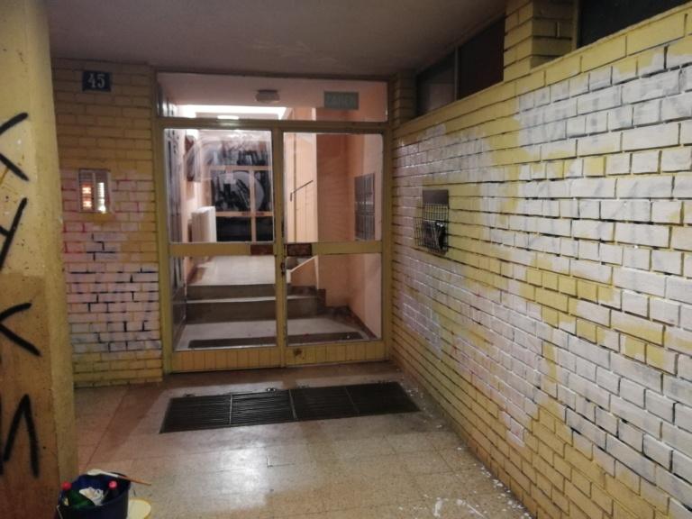 Prekrečeni grafiti mržnje protiv novinara Dinka Gruhonjića