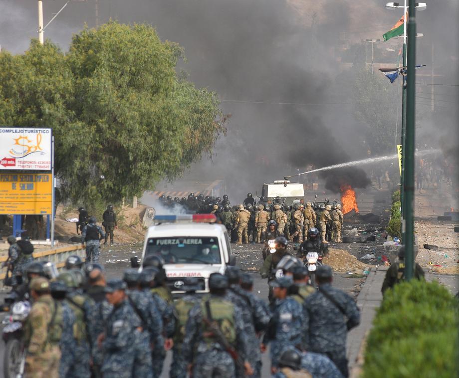 Vojska i policija otvorile vatru na pristalice Moralesa, ubijeno osam ljudi