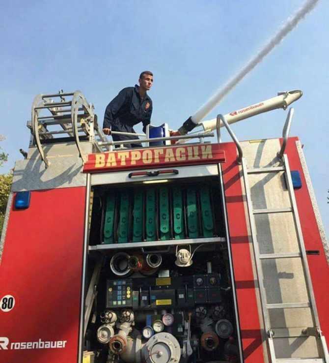 Apel na FB da dobije posao: Lazar ima 19 godina, i dvije godine dobrovoljno gasi požare!