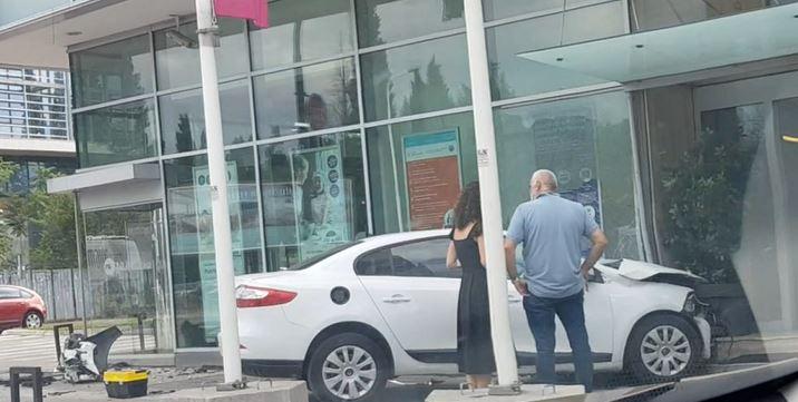 Saobraćajna nezgoda u Podgorici: Automobilom udario u banku