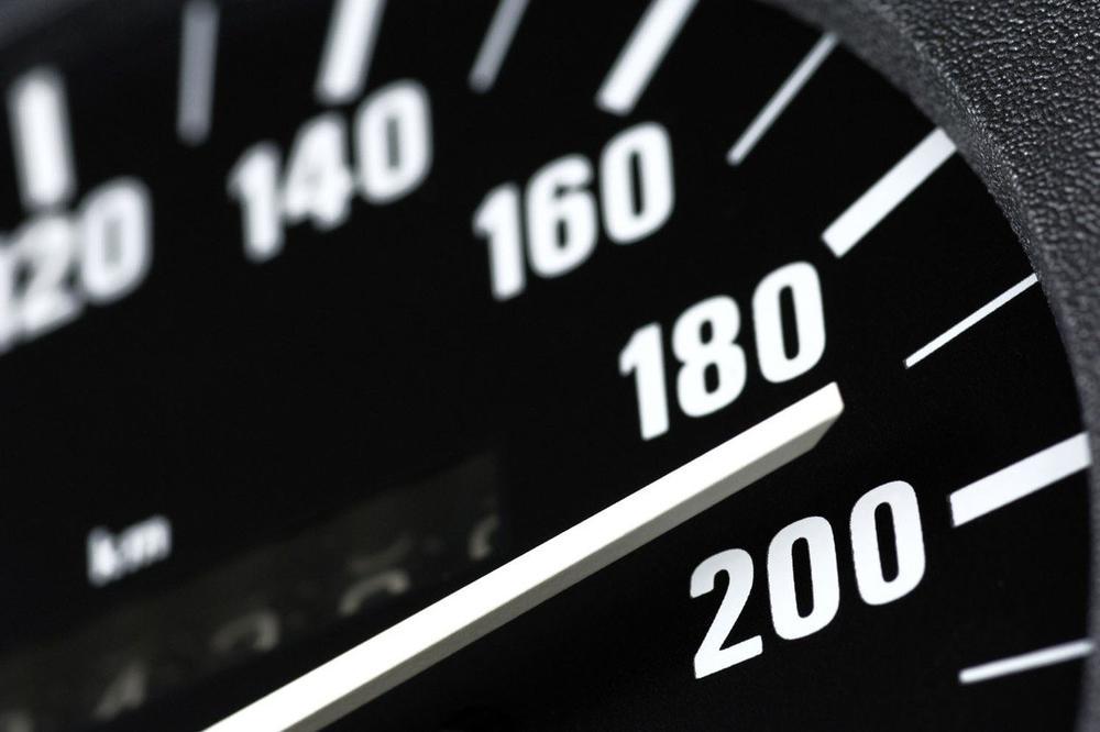 Ulcinjanin dva puta u jednom danu vozio 180 km/h