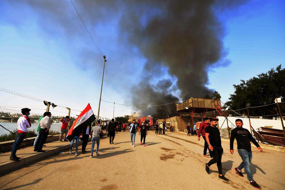 Betonske barijere: Demonstranti zauzeli i treći strateški most