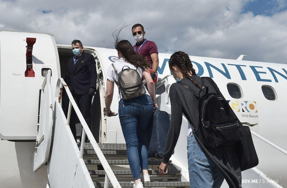 Besplatnim letom Montenegro Airlines-a u Beograd otputovalo 116 crnogorskih studenata