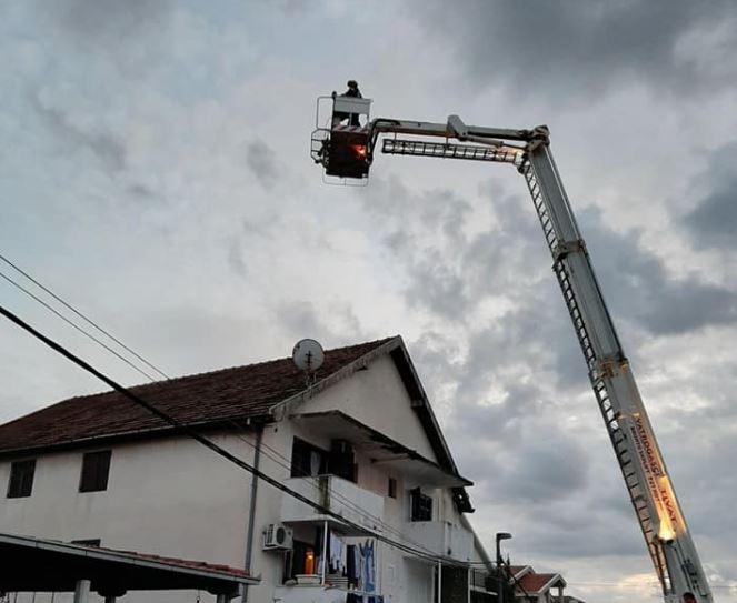 Tivat: Poslije nevremena vatrogasci pomažu građanima