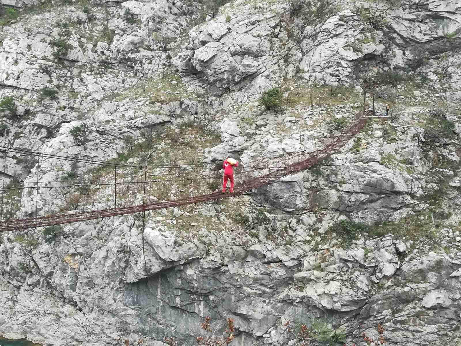 Otkrivamo: Ko je heroj čija je fotografija obišla Crnu Goru?