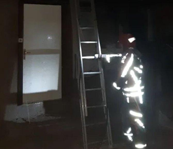 Požar u porodičnoj kući u Pljevljima, žena skočila sa drugog sprata da bi se spasila