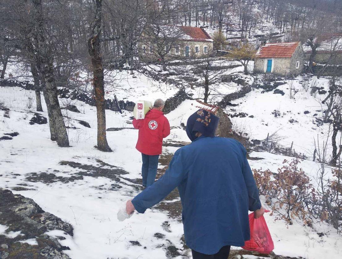 I oni su naši heroji: 450 volontera Crvenog krsta svakodnevno na terenu