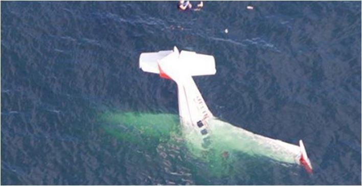 Avion se srušio u okean, pilot i putnica stali na krilo i snimali sve što se događa