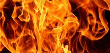 Drama na hrvatskom primorju: Zapalio se brod, bračni par skočio u more