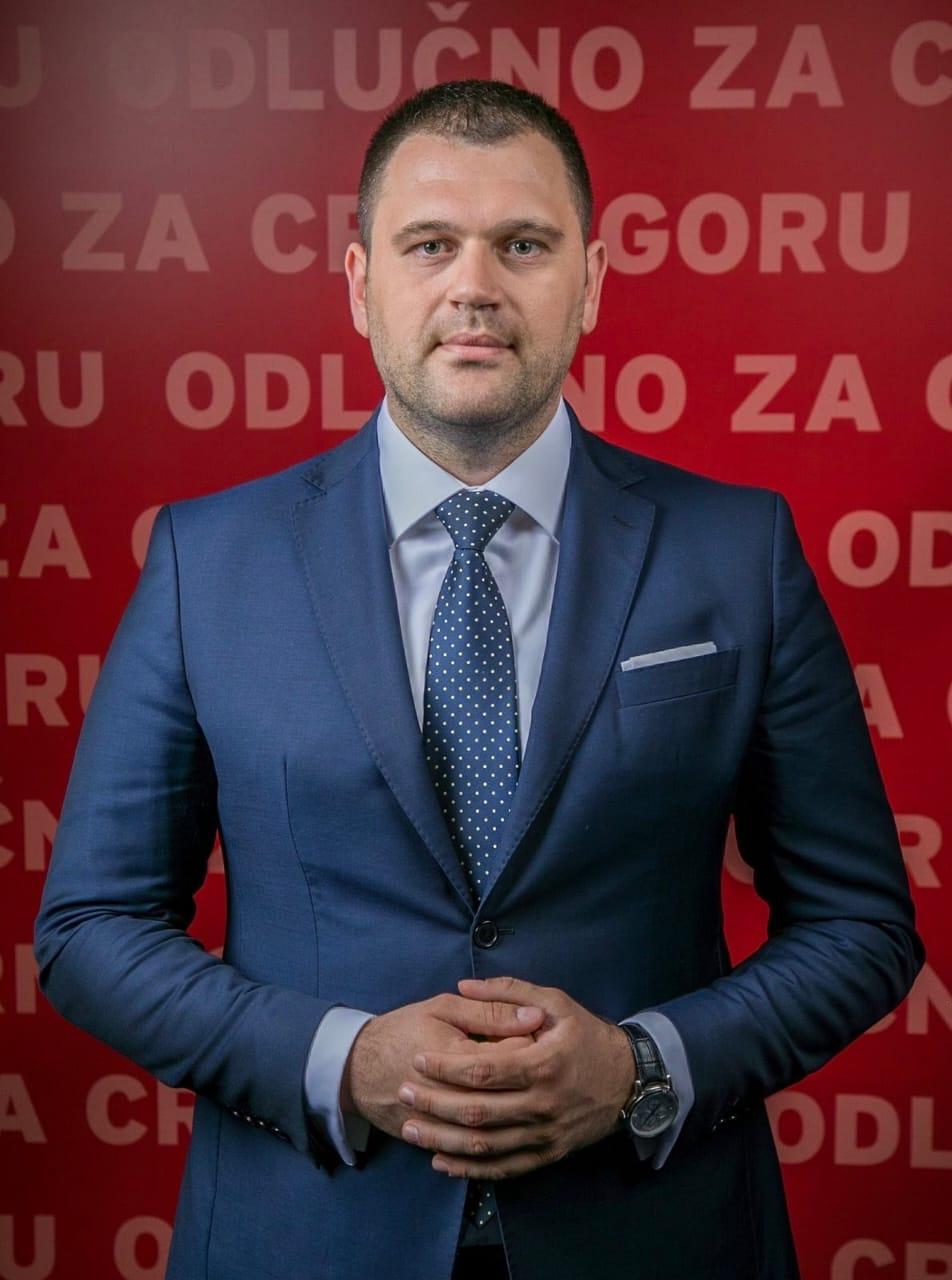 Anđušić: Bahato trošenje državnih para na putovanja državnih funkcionera, VIP saloni, dnevnice za privatne ekskurzije