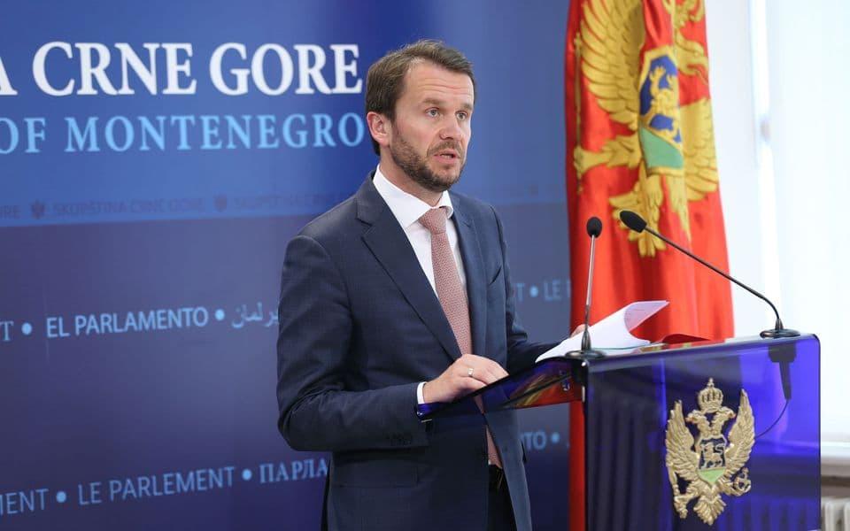 """Konjević Krivokapiću: Spreman sam da svu stečenu imovinu zamijenim za Vašu koju ste stekli kao """"ugroženi disident"""""""