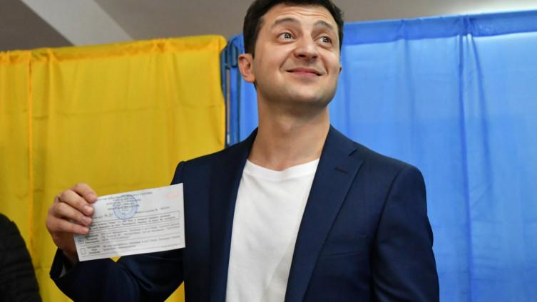 Ukrajina: Komičar Zelinski proglasio pobjedu, Porošenko mu čestitao