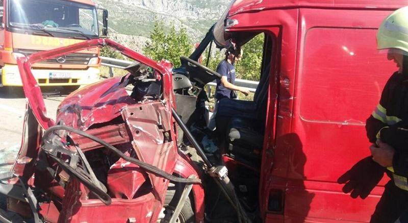 Sudar troje vozila na putu PG-NK, povrijeđena jedna osoba