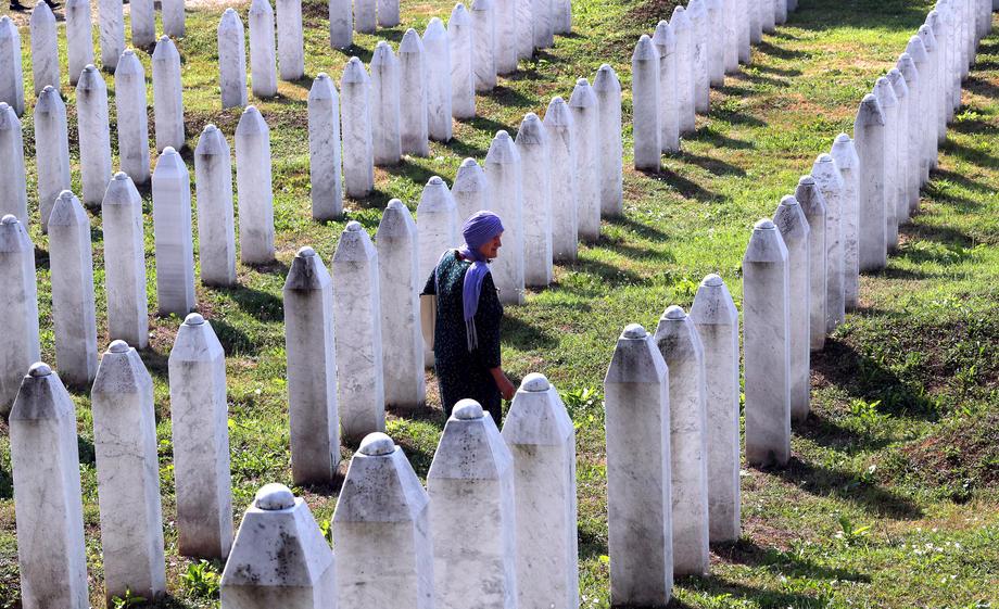 Bursać: U RS-u nastavljeno sramno negiranje genocida