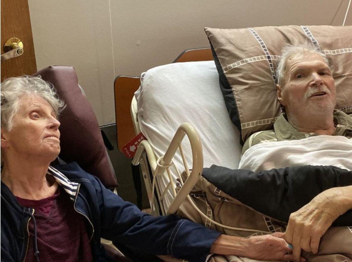 Filmska ljubavna priča: Nakon 65 godina braka preminuli držeći se za ruke